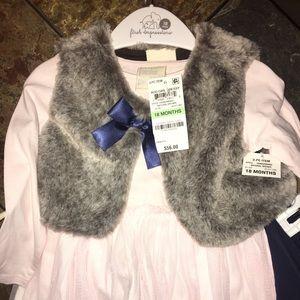 Adorable 3 piece outfit !!!! Faux fur vest .